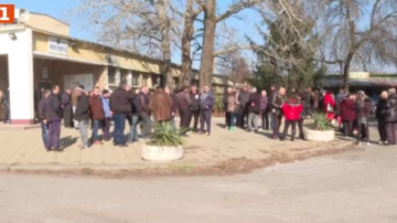 Работници на предприятието Ремотекс протестираха заради неизплатени заплати