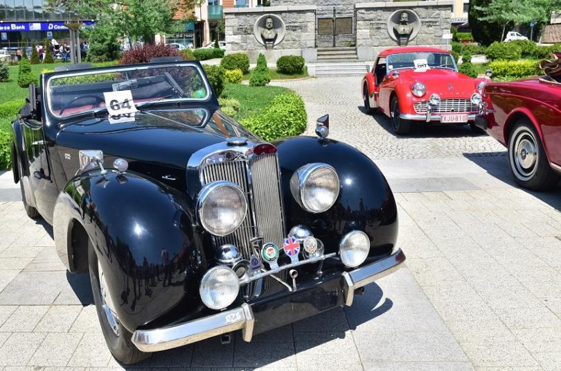 http://nws2.bnt.bg/p/r/e/retro-cars-4-529503-810x0.jpg