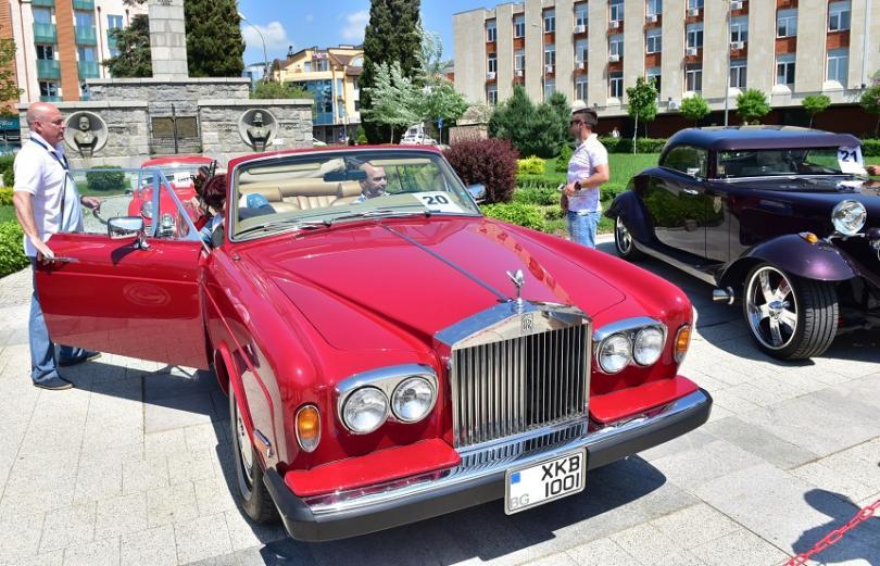 http://nws2.bnt.bg/p/r/e/retro-cars-5-529500-810x0.jpg