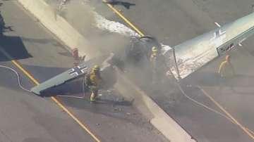 Ретро самолет се разби на магистрала в Калифорния