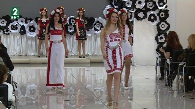 Дизайнерката Елена Христова от Русе представи своите етномодели на ревю