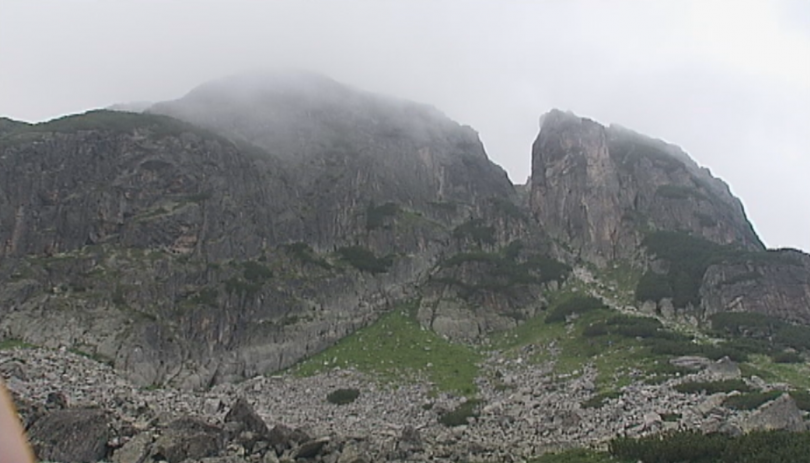 Втори ден над 20 планински спасители издирват туристка, загубена в