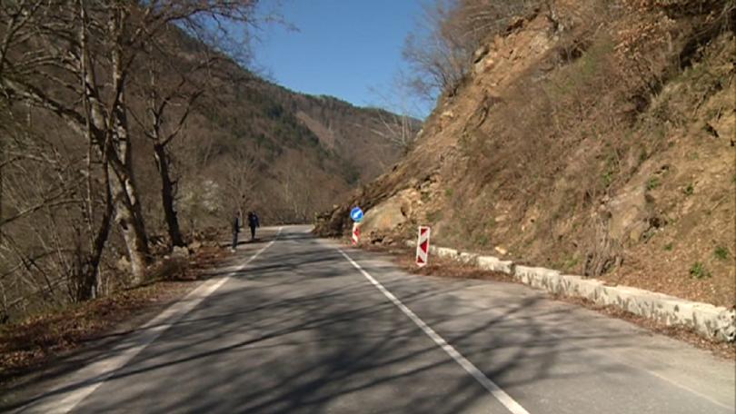Снимка: До месец започва ремонтът на свлачището на пътя за Рилския манастир