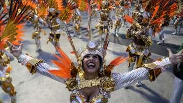 Карнавалът превзе улиците и парковете в Рио