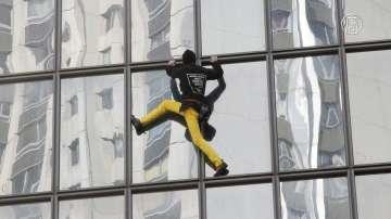 Ален Робер изкачи небостъргач във Франкфурт
