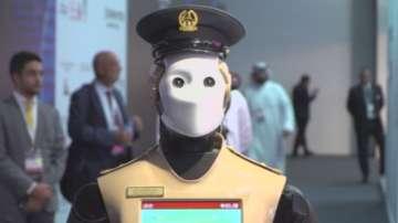 Полицай робот бори престъпността в Дубай