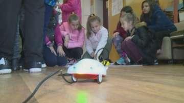 Ученици от Кюстендил демонстрираха как се управляват роботи