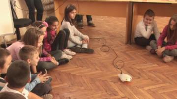 Третокласници от Силистра програмират с роботи Финч