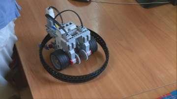 Студенти събират платки от стари компютри в Русе, за да сглобяват 3D принтери