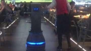 Ресторант, обслужван изцяло от роботи, отвори врати в Китай