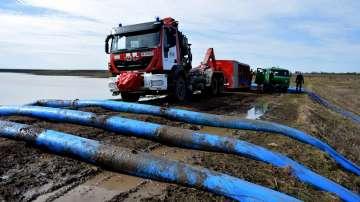 Продължава изпомпването на водата от авариралия язовир Рогозен 1