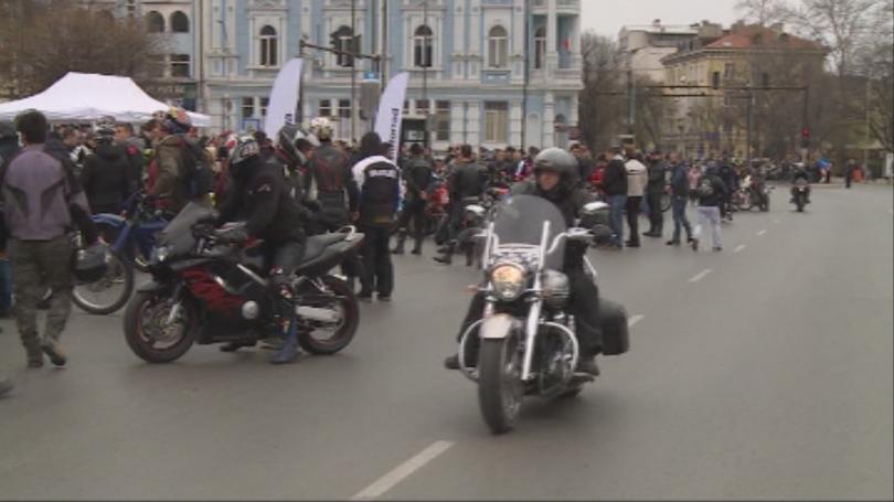Рокери от цяла Североизточна България откриват мотосезона във Варна