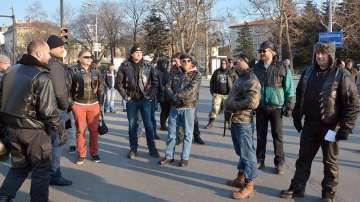 Мотористи блокираха движението във Варна заради новата Гражданска отговорност