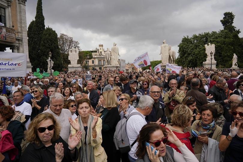 хиляди граждани поискаха оставката кмета рим