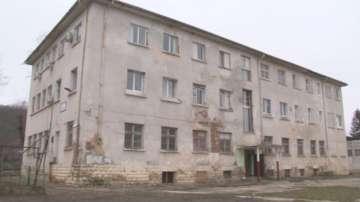17-годишен младеж падна от третия етаж на Комплекса за деца с увреждания в Роман