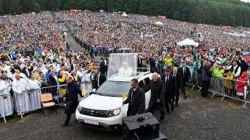 Продължава посещението на папа Франциск в Румъния