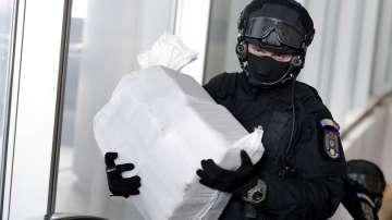 Над 100 кг кокаин изплуваха от Черно море на брега край Констанца