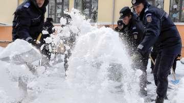 Обилни снеговалежи и виелици в Румъния