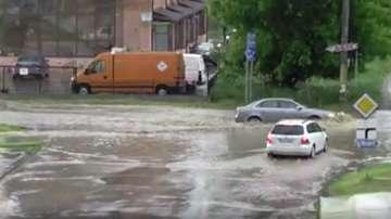 Силни бури и наводнения в Румъния