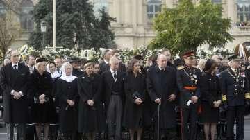 Кралски особи и хиляди румънци изпращат бившия крал Михай в последния му път