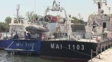 Румънските власти задържаха кораб с около 100 нелегални мигранти в Черно море