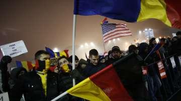 Близо 25 000 души скандираха за оставка на правителството в Румъния