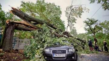 8 души загинаха и над 60 бяха ранени при силна буря в Западна Румъния