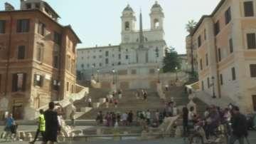 Рим забрани на туристите да сядат и ядат на стъпалата на площад Испания