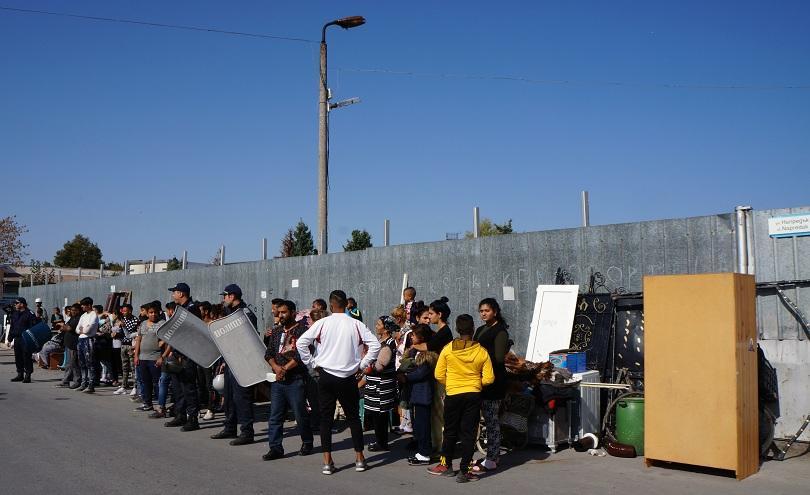Започна събаряне на незаконни къщи в ромската Шекер махала в