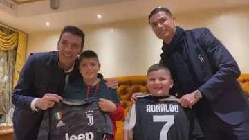 Роналдо и Буфон зарадваха две деца, оцелели в земетресението в Албания