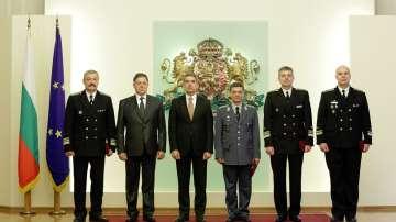 Президентът награди военнослужещи в навечерието на 6 май (СНИМКИ)