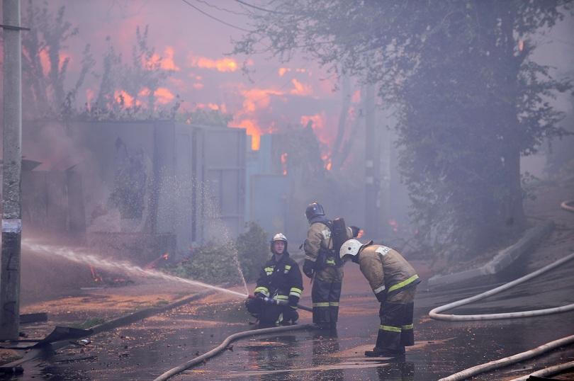снимка 4 Пожар в Ростов на Дон обхвана 10 000 кв. м., обявена е извънредна ситуация