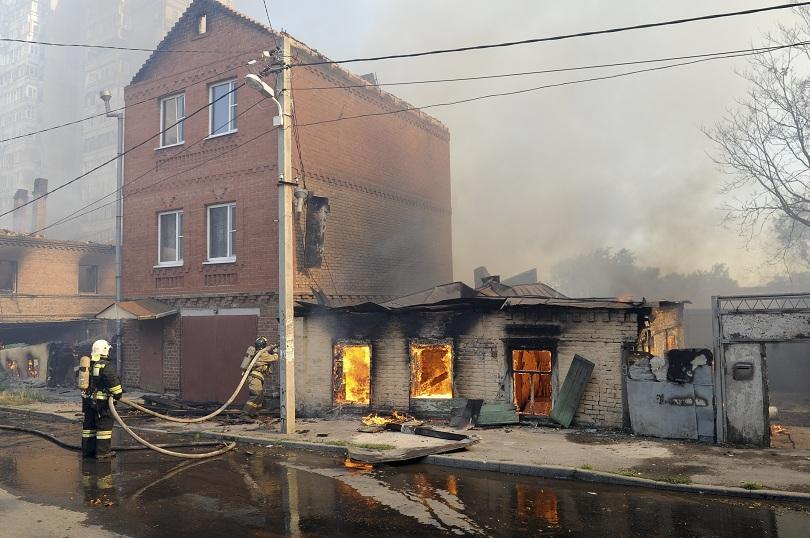 снимка 1 Пожар в Ростов на Дон обхвана 10 000 кв. м., обявена е извънредна ситуация
