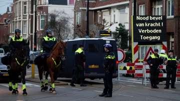 Холандската полиция спря автомобил с турския социален министър