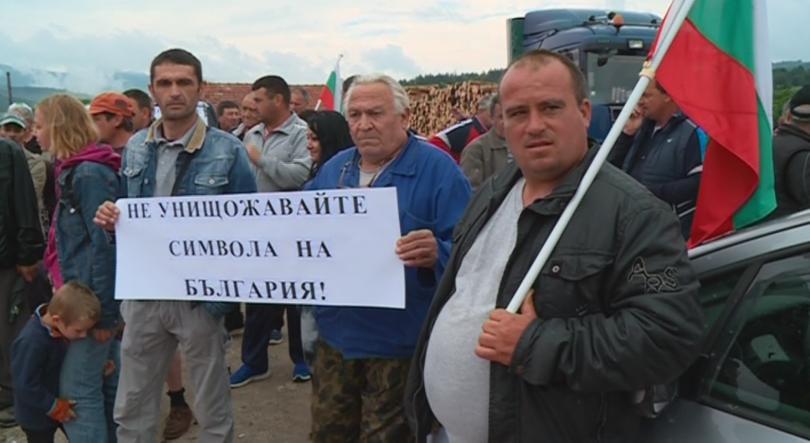 снимка 1 Розопроизводители в Казанлък отново излязоха на протест
