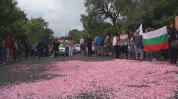 Розопроизводители протестираха и блокираха пътища заради ниска изкупна цена