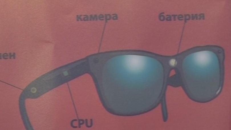 Студенти от Русенския университет разработиха специални очила и обувки, които