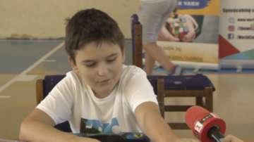 11-годишен постави национален рекорд за нареждане на Рубик куб