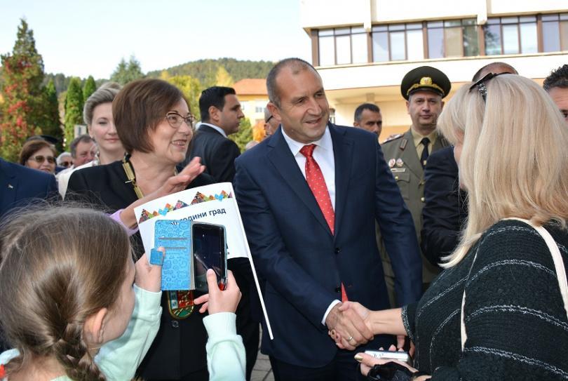 Президентът Радев се включи в тържествата по повод 150 години от обявяването на Троян за град