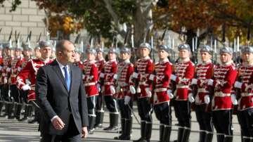 Президентът прие почетния строй на Националната гвардейска част