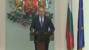 Румен Радев: Считано от днес официално снемам доверие от правителството