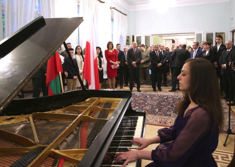 снимка 1 Румен Радев към българите в Полша: Вие сте живият мост между два братски народа