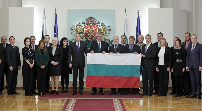 Президентът връчи националното знаме на 27-та българска Антарктическа експедиция