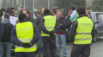 Отново протести на няколко места в страната