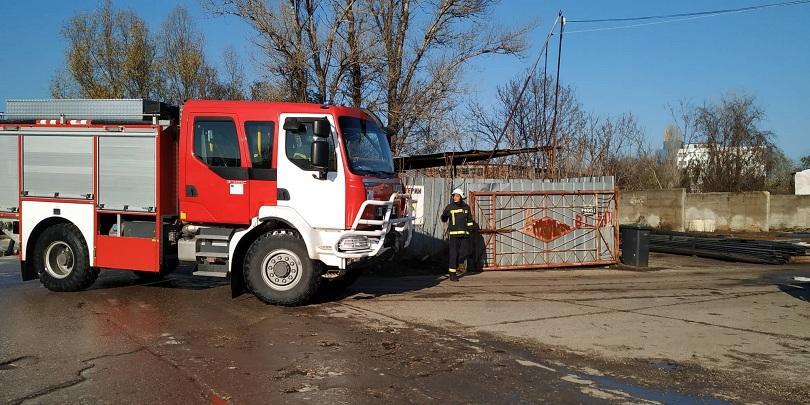 Снимка: Пожар горя в пункт за вторични суровини в Русе