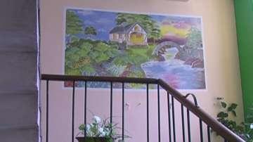 Ученик от Русе украси средношколското общежитие със стенописи