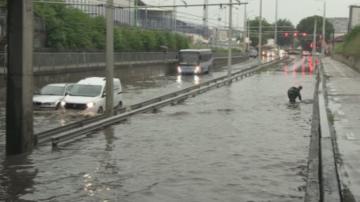 Пороен дъжд наводни улици и причини щети в Русе