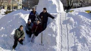 Изваяха снежен мамут в центъра на Русе