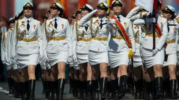 10 000 военни преминаха по Червения площад в Москва