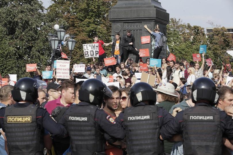 масови протести пенсионната реформа русия